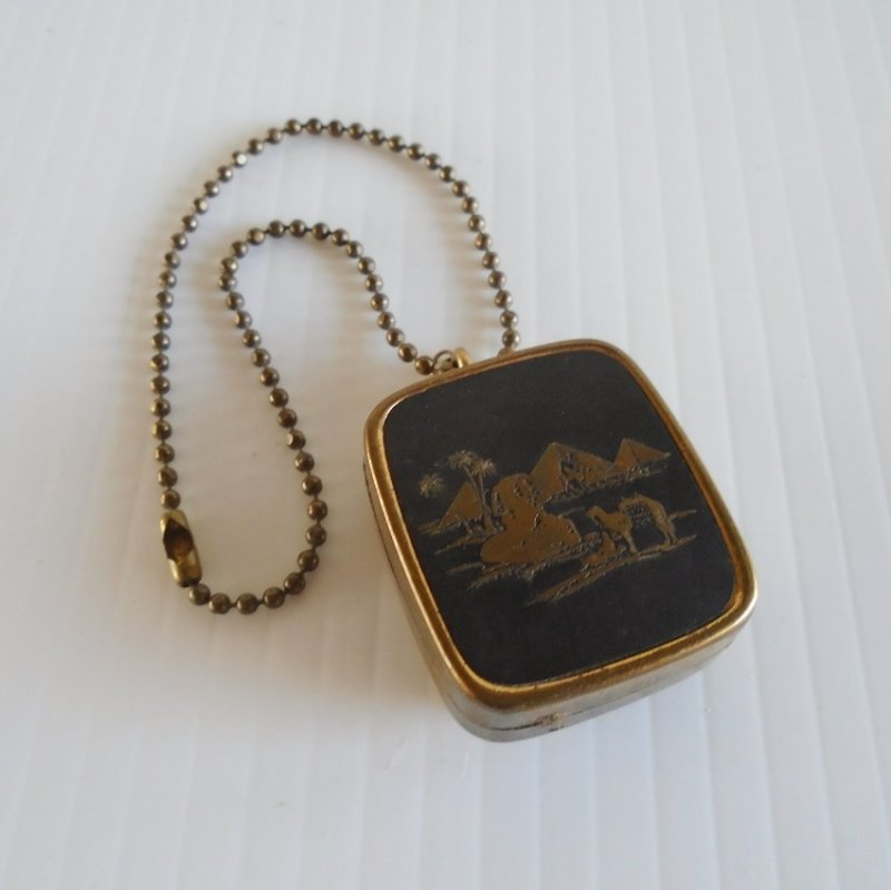 Vintage Sankyo damascene music box keychain. Great working condition. Has a desert scene with camel, pyramids, palm trees, etc.