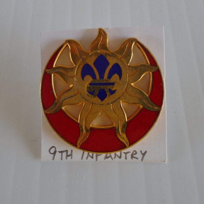 9th US Army Infantry DUI insignia pin. Features a sunburst and a fluer de lis in the center.  Estate purchase.