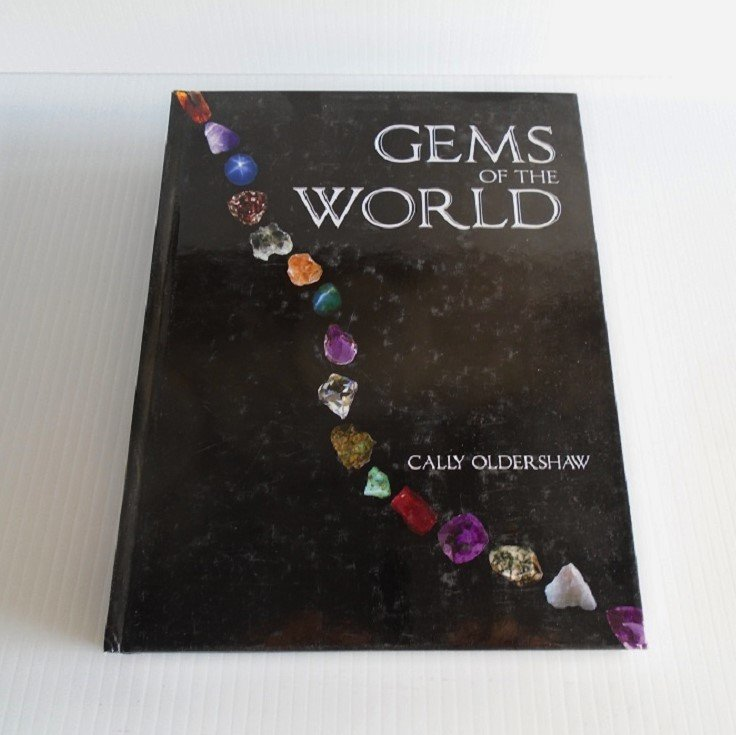Gems of the World, by Cally Oldershaw. Gemology reference guide. 256 pages lavishly illustrated. Crystals, jewelry, and gems research.