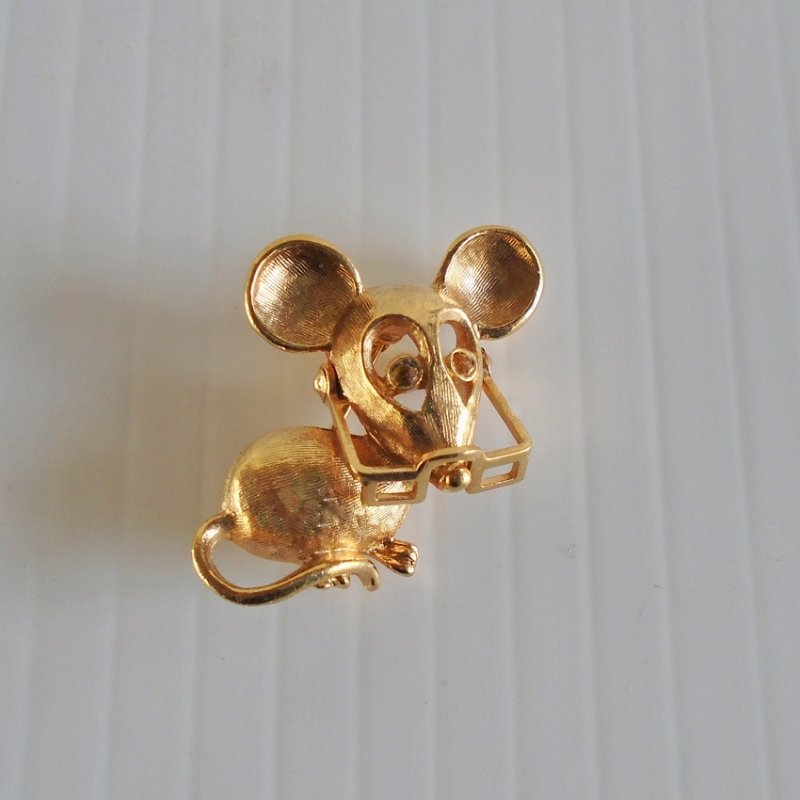 Lapel pin, little goldtone mouse wearing movable eyeglasses. One inch, marked Avon. Probably 1970s.