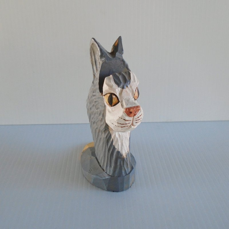 Statue of a cat's head with area to display business cards, or to rest your eyeglasses on. Made of wood, hand carved and hand painted. 6 inches tall