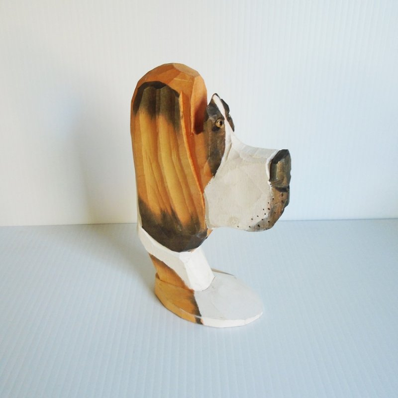 Basset Hound hand carved and hand painted wood eyeglass holder