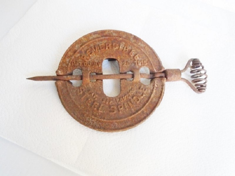 Wood burning stove 6 inch spindle damper. Marked Griswold, Erie PA U.S.A and Patent 1915. Great wall decor piece.