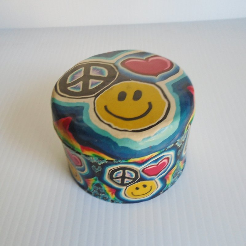 Peace sign trinket, stash, or keepsakes box. Just under 3 by 4 inches and lined with blue velvet inside.