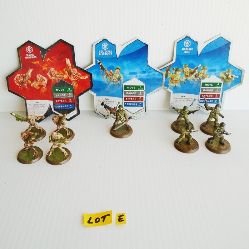 Heroscape fighting warriors. Quantity of 9 animal and humanoid figures. Marro, Drake Alexander, Airborne Elite. Hasbro 2004.