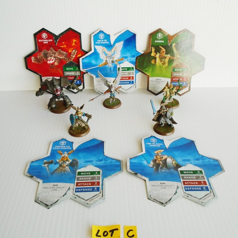 Heroscape fighters. 5 figurines. Deathwalker 9000, Raelin, Syvarris, Thorgrim, Finn. Hasbro 2004