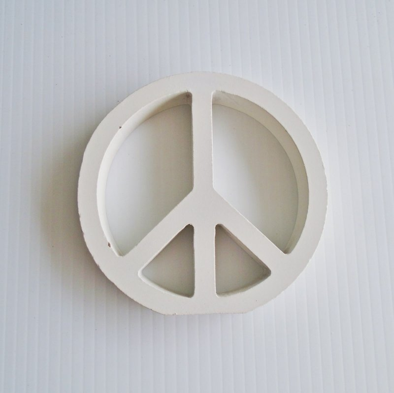 Wood peace sign, 4.75 inches round. Thought to be handmade. Estate purchase.