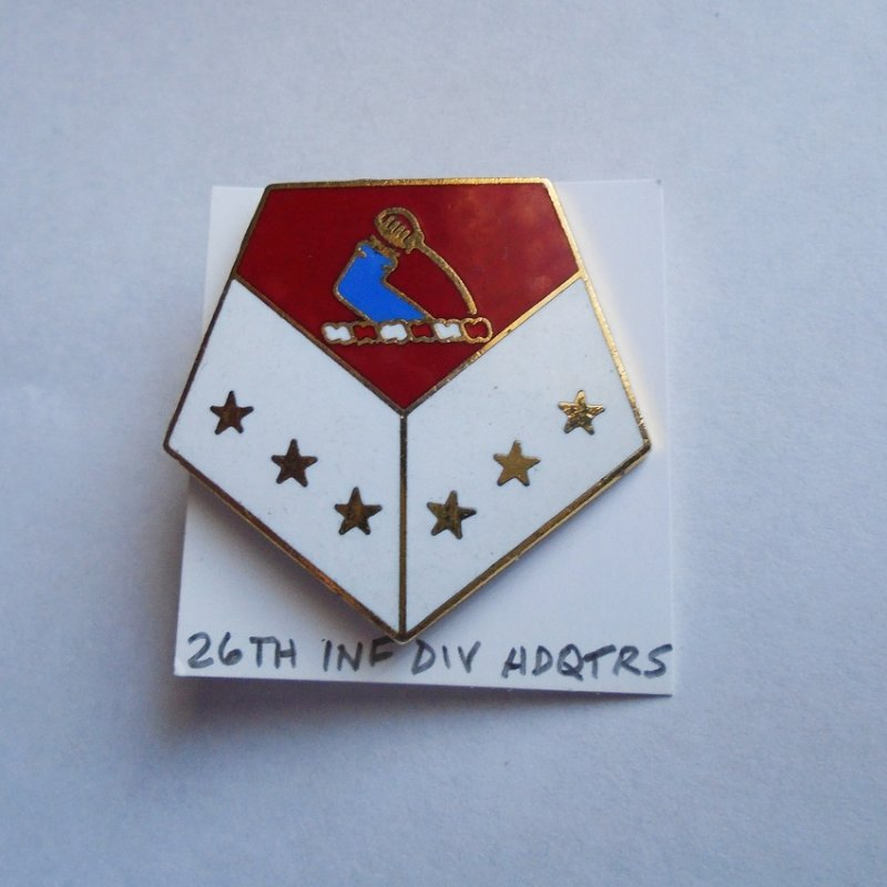 26th U.S. Army Infantry Division Headquarters DUI insignia pin. Estate find.