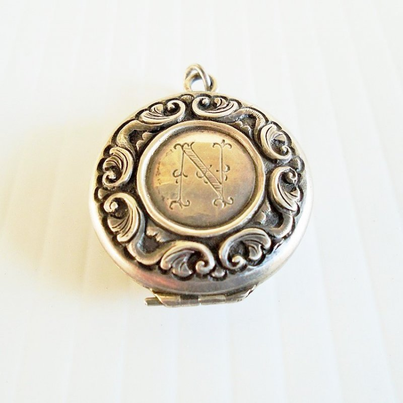 Mourning locket with hair. Estimated to be late 1800s. Cover has initial N.