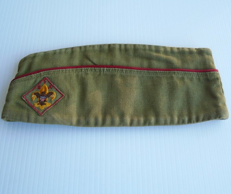 Official Boy Scouts Garrison Flat Hat. Size Medium, 6-3/4 to 6-7/8. Estimated to be 1930s-1950s time frame. Excellent condition.