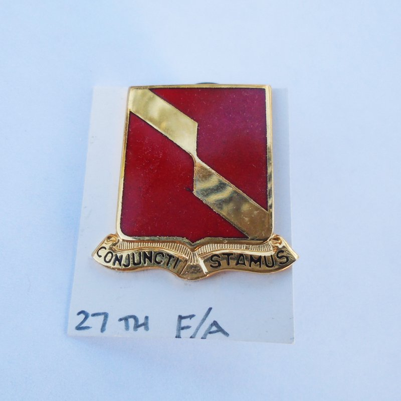 27th U.S. Army Field Artillery DUI Insignia Pin. Has