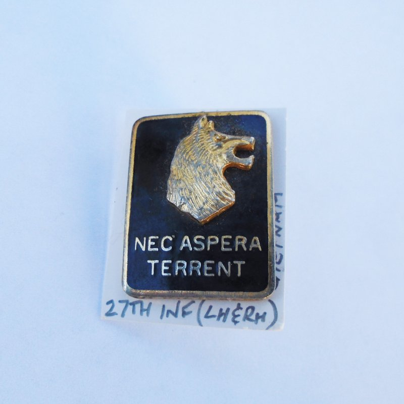 27th U.S. Army Infantry DUI Insignia Pin. Has