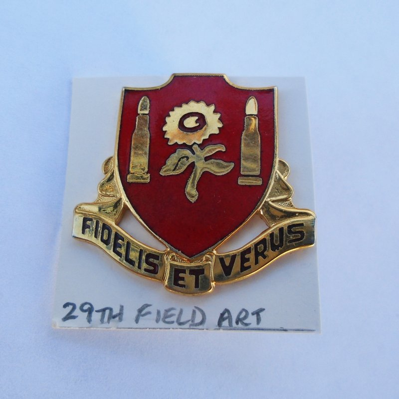 29th U.S. Army Field Artillery DUI Insignia Pin. Has