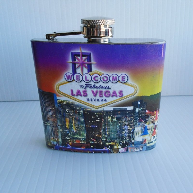 Welcome to Fabulous Las Vegas flask. Features the famous Vegas sign. Pocket or purse size. 5 oz. Never opened or used. Estate purchase.