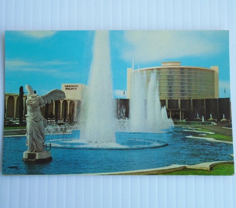 Vintage c1968 postcard of Caesars Palace Las Vegas fountains and headless winged lady statue. Postally unused.