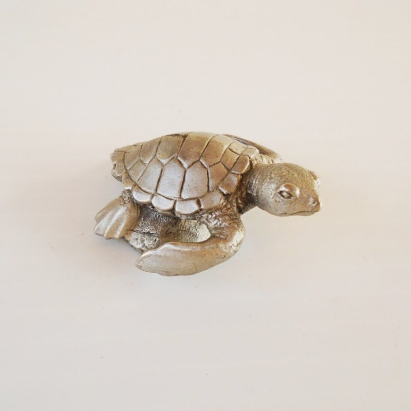 Pewter Turtle, made by Phoenix Pewter. PN5483. 2 by 1.5 inches. Excellent condition.