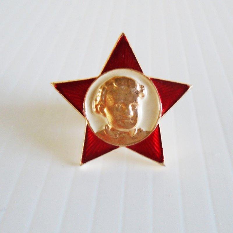 Little Octobrist, Soviet children's 5 point star badge pin featuring Lenin as a child.