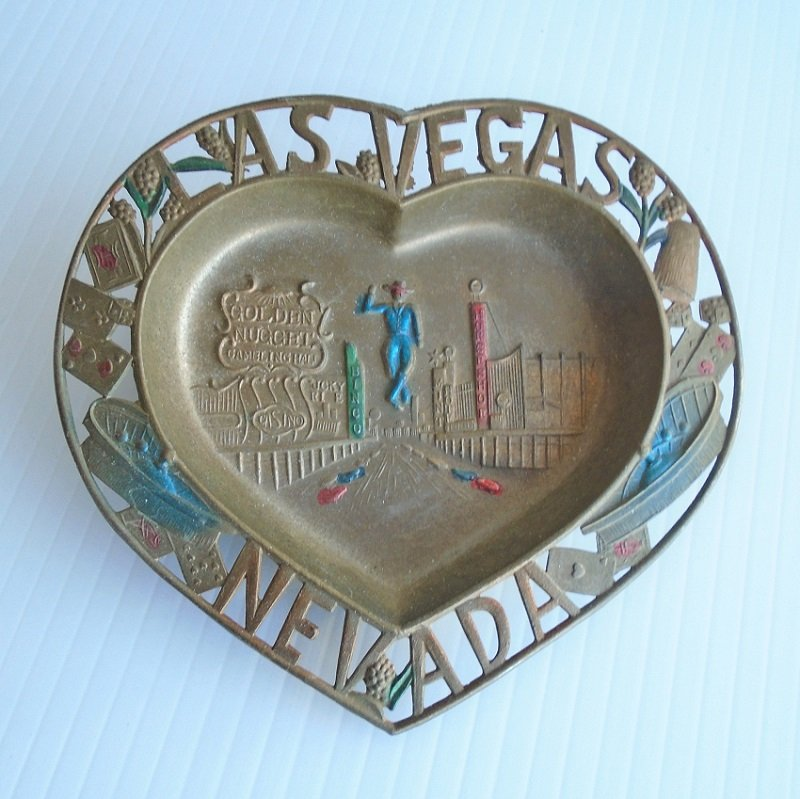 Heart shaped Las Vegas Nevada dish or tray. 5inch. Features Downtown casinos Golden Nugget, Bingo Club, Horseshoe, Mint, and others. 1950s to 60s.