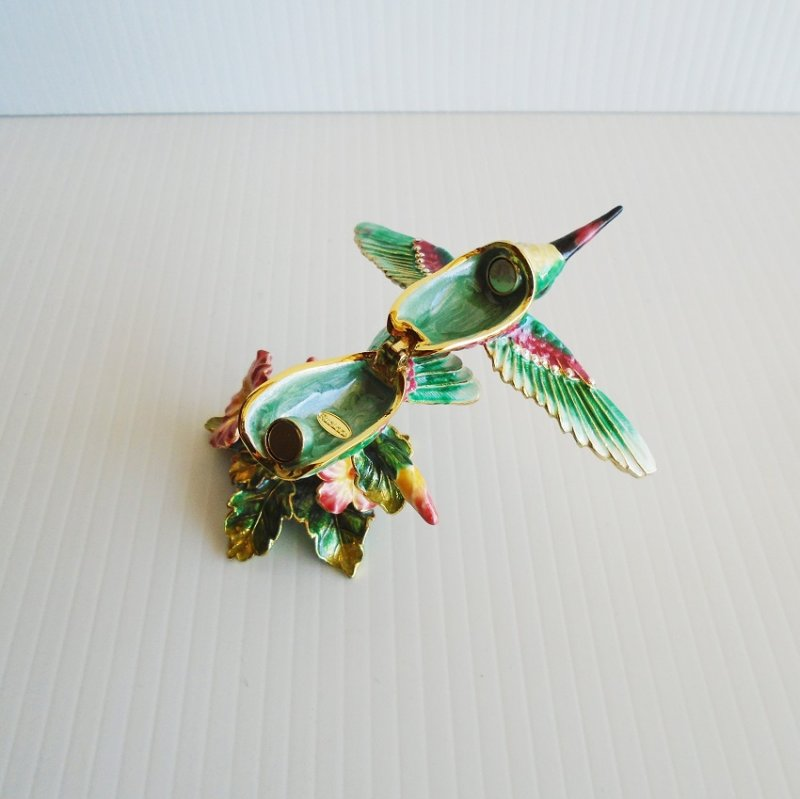 Rucinni Hummingbird Trinket box. Features Swarovski Crystals, trimmed in 24k and antiqued gold gild.