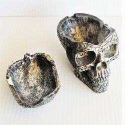 '.Skull shaped ashtray.'