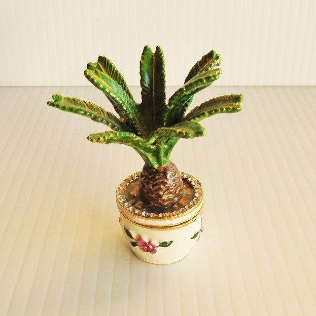 Sago Palm tree trinket box. Handmade and enameled with European lacquers. Objet d'Art Artform #152.