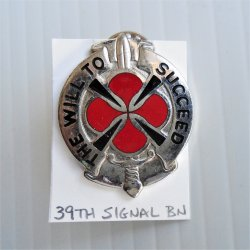 39th US Army Signal BN DUI Insignia Pin The Will To Succeed