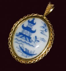 Pendants of the World The Spode Pendant England