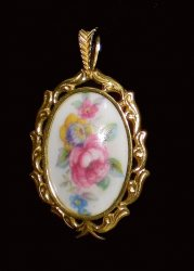 Pendants of the World The Royal Grafton Pendant England
