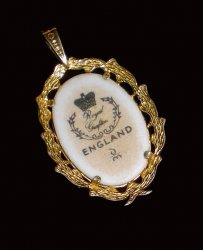 '.Royal Grafton Pendant England.'