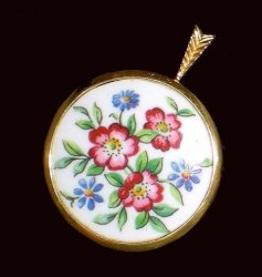 Pendants of the World The Paragon Pendant England