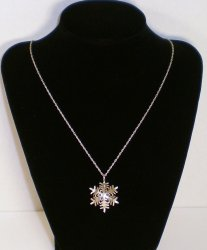 '.Snowflake Pendant Necklace.'