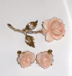 Pink Rose pin brooch screw back earrings vintage 1965