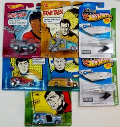 Hot Wheels Star Trek Pop Culture, USS Enterprise w/battle damage 7 vehicles 2013