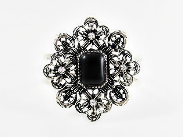 '.Black Flower Bracelet.'