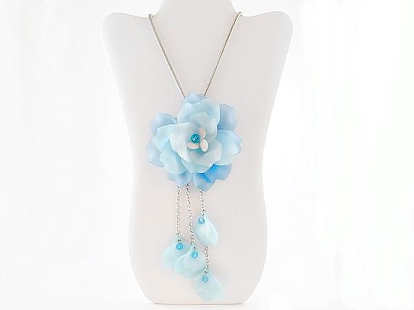 '.Blue Flower Statement Necklace.'