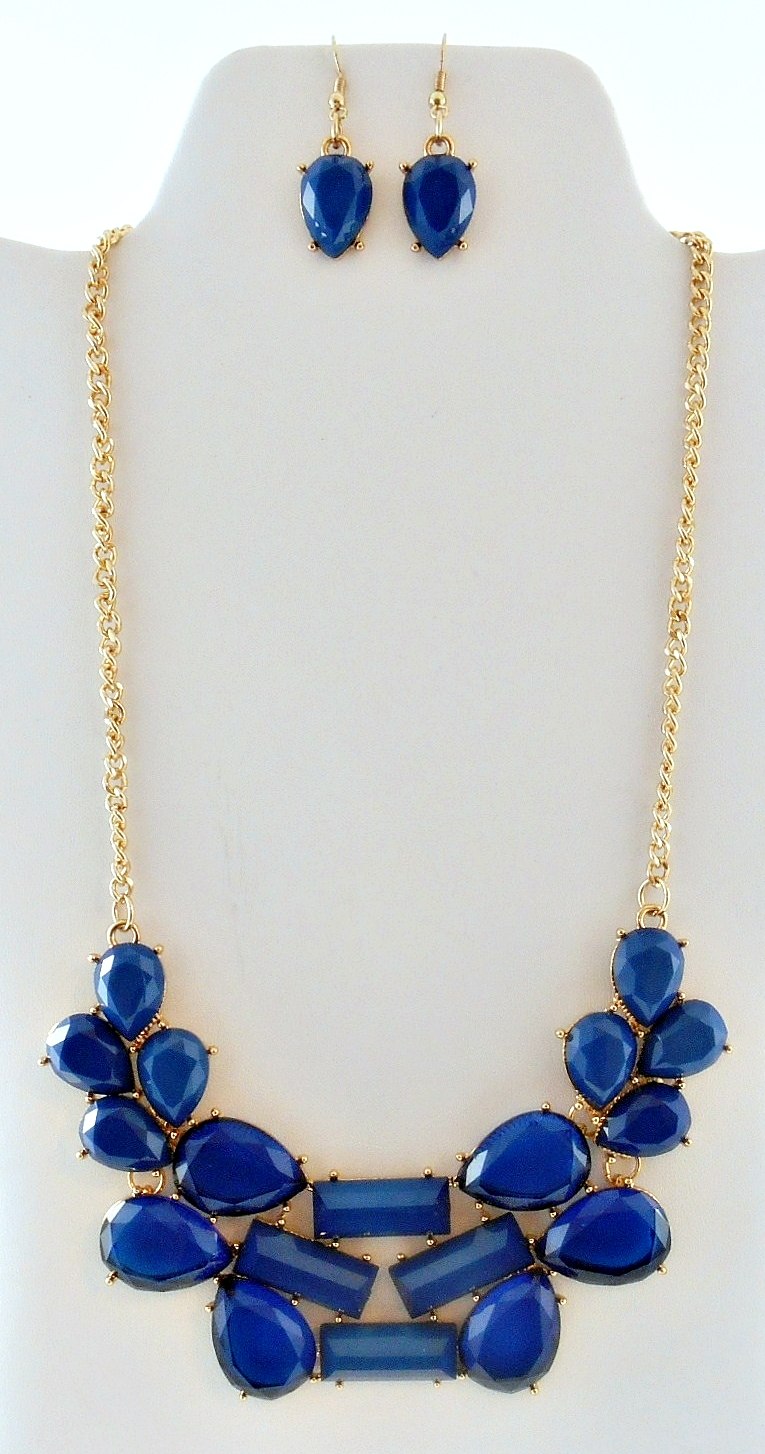 '.Blue Abstract Bib Necklace Set.'
