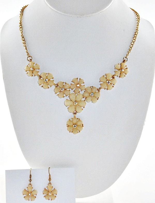 '.Yellow Flower Necklace Set.'