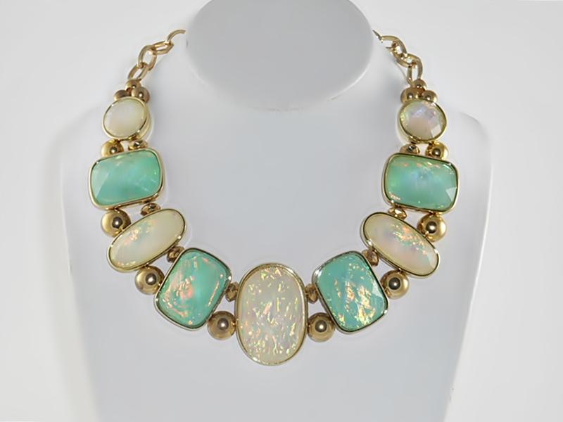 '.Green Iridescent Necklace Set.'
