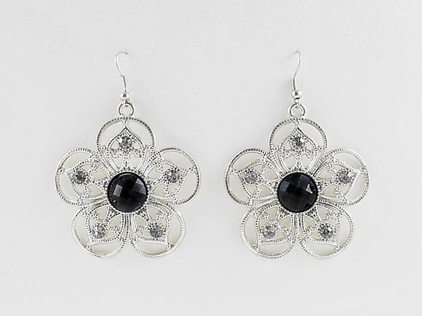'.Black Flower Shaped Earrings.'