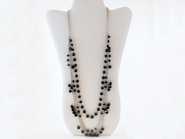 '.Triple Strand Black Necklace .'