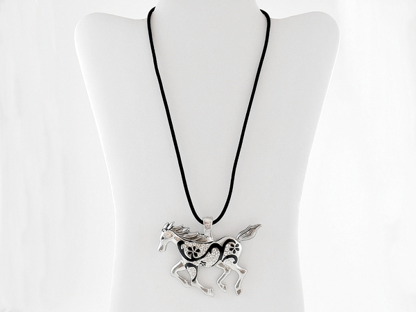'.Crystal Horse Necklace.'