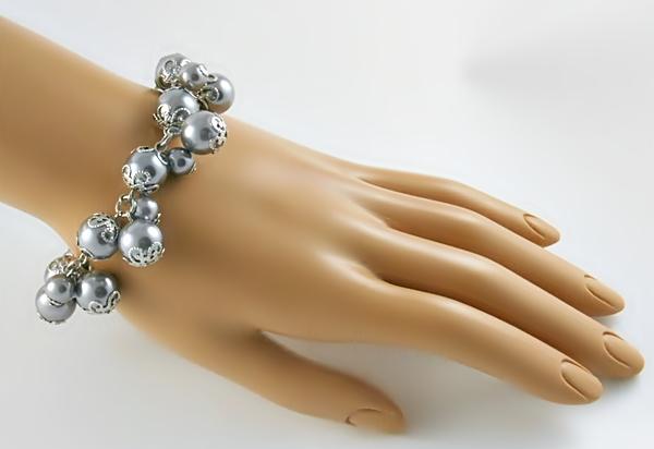 '.Gray Pearl Cluster Bracelet.'