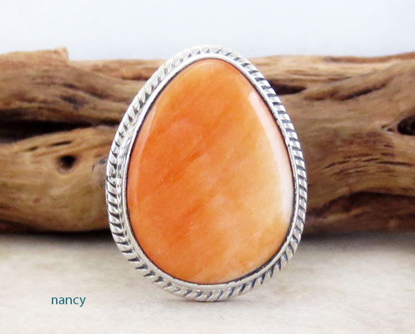 Image 0 of   Native American Orange Spiny Oyster & Sterling Silver Ring Size 8 - 4539sn