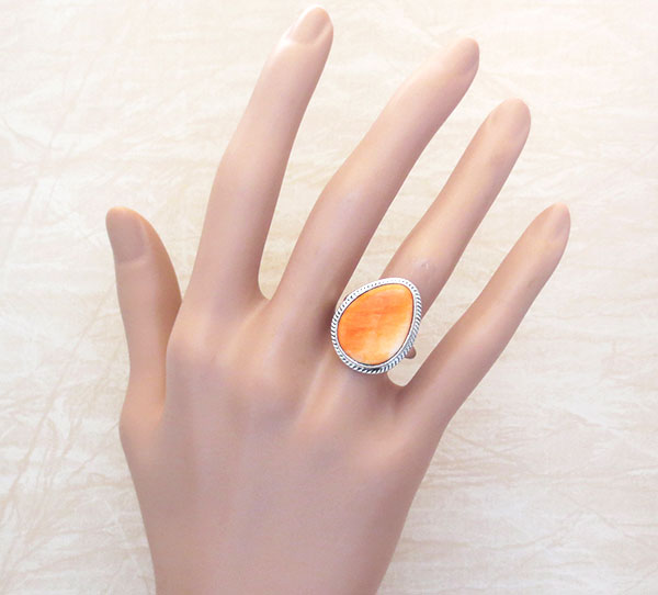 Image 1 of   Native American Orange Spiny Oyster & Sterling Silver Ring Size 8 - 4539sn
