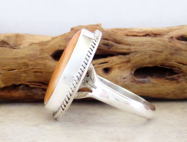 Image 2 of   Native American Orange Spiny Oyster & Sterling Silver Ring Size 8 - 4539sn