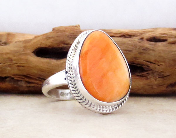 Image 3 of   Native American Orange Spiny Oyster & Sterling Silver Ring Size 8 - 4539sn