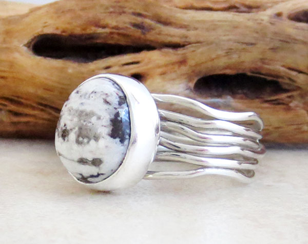 Image 3 of Sacred White Buffalo Stone & Sterling Silver Ring Size 6 Navajo- 4736sn