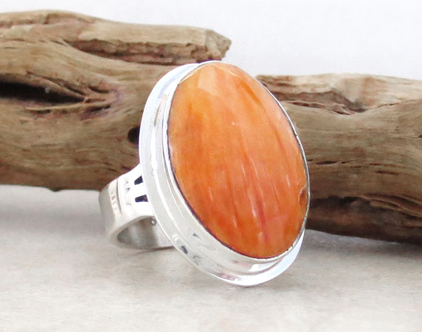Image 3 of    Native American Orange Spiny Oyster & Sterling Silver Ring Size 7 - 2129sn