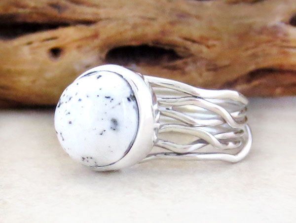 Image 3 of      Navajo White Buffalo Stone & Sterling Silver Ring Size 8.5 - 4581sn