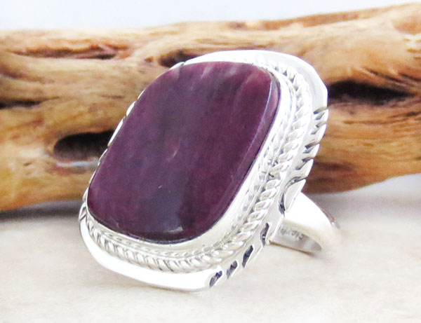 Image 3 of      Navajo Jewelry Purple Spiny Oyster & Sterling Silver Ring Size 7 - 2637sn